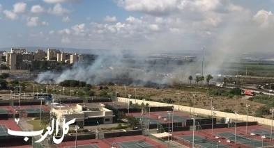 اندلاع النيران قرب المدخل الشرقي لمدينة عكا