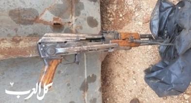 كفركنا: العثور على بندقية كلاشنكوف داخل كومة خردة