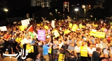 عشرات آلاف المتظاهرين عربًا ويهودًا في تل ابيب