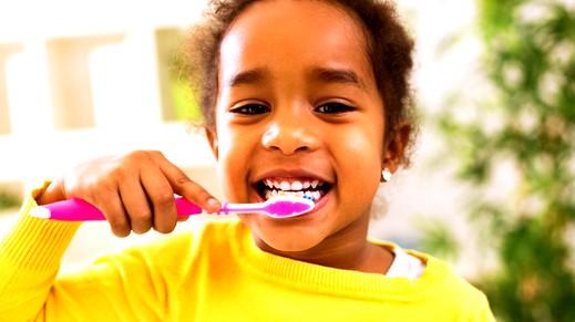 لماذا تتآكل أسنان طفلك خلال فترة النمو؟