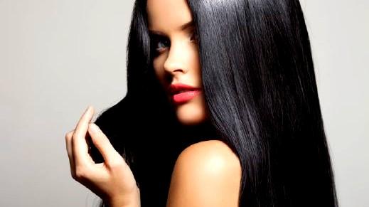 خلطات طبيعية مجرّبة لتطويل وتكثيف الشعر