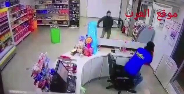 بالفيديو: ملثمون ينفذون سطوًا مسلحًا على محطة وقود