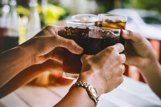 تأثير المشروبات الغازية على العلاقة الحميمة