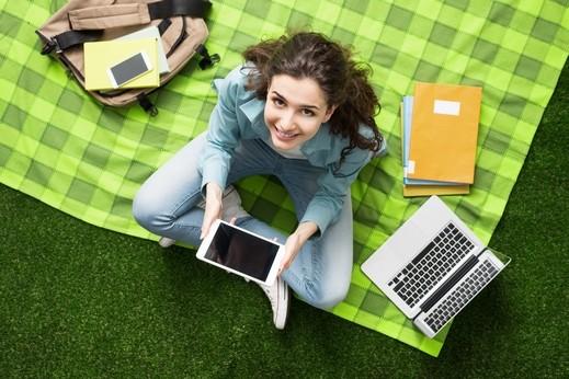 مواقع التواصل خطر على صحة المراهقين النفسية