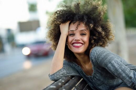 تبحثين عن طريقة لتجعيد شعرك؟ اليك الحل!