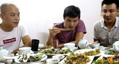 مطعم فى فيتنام يقدم لحوم ودماء الثعابين!