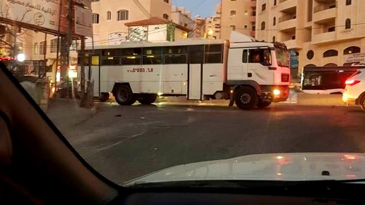 اصابة 3 جنود بعد دخول حافلة للجيش الاسرائيلي