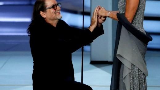المخرج جلين فايز يعرض الزواج على جان سفيندسن