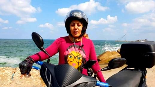 نادية الأوردر أول مصرية دليفري على دراجة نارية