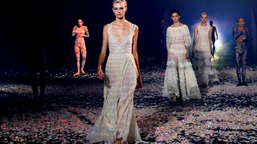 باريس: مجموعة Dior لربيع وصيف 2019
