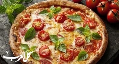 بيتزا بالريحان وجبنة الموزاريلا.. صحتين