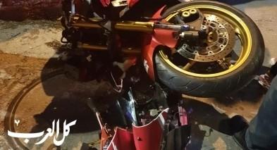 عسفيا: اصابة 3 اشخاص بحادث طرق بين دراجة نارية وسيارة على الشارع الرئيسي