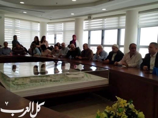 سخنين: د. صفوت أبو ريا يجتمع بموظفي البلدية