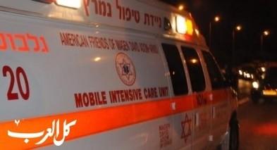 5 إصابات في حادث سير بين سيارتين على شارع رقم 6