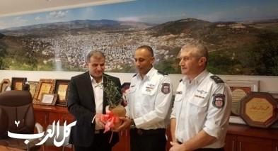 قائد سلطة الإطفاء والإنقاذ يزور بلدية عرابة