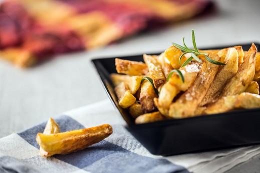 شرائح البطاطا المقلية بالتتبيلة الشهية