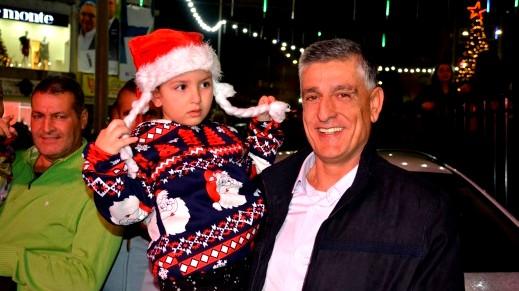 الرينة: اضاءة شجرة عيد الميلاد برعاية المجلس المحلي