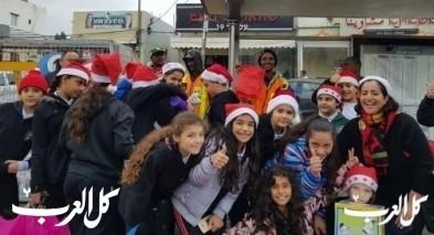 حيفا: طلاب يكافئون عمال النظافة