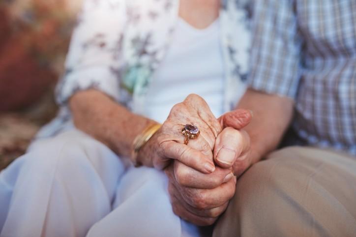 أكبر عروس بالعالم: عمرها 106 سنوات
