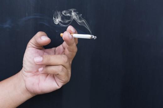 التدخين جريمة يعاقب عليها القانون!