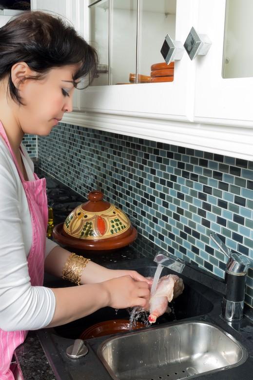 غسل الدجاج يؤدي لانتشار البكتيريا الضارة