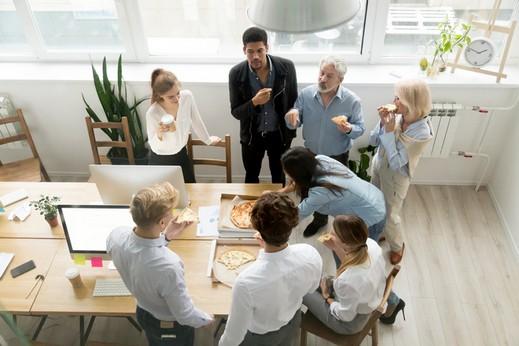 دراسة تحذّر: طعام العمل غير صحيّ