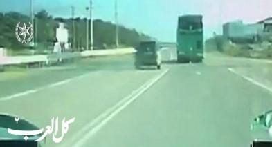 اعتقال سائق قاد بسرعة وتجاوز سيارة شرطة
