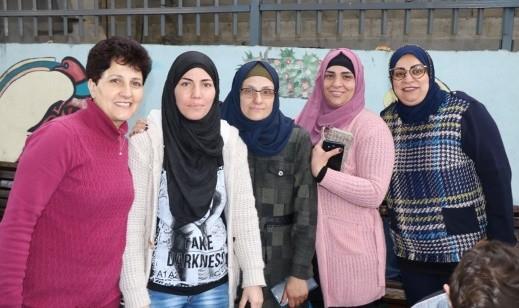 مجد الكروم: مدرسة السلام تنظم سوق للمأكولات الصحية