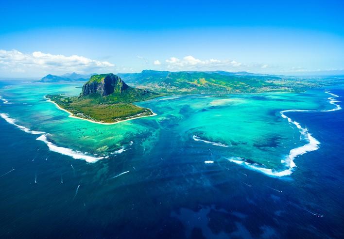 جزيرة غامضة تظهر فجأة في مثلث برمودا!