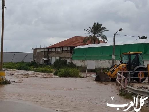 قوات الشرطة قرب وادي أبو نار بسبب الفيضان