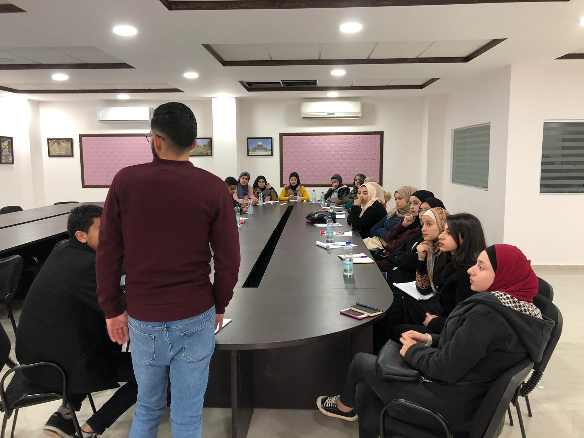 مشاركة طلاب من الجامعة الامريكية بورشات عمل