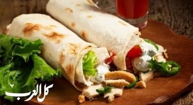 لفّات شاورما الدجاج الشهية.. صحتين وهنا