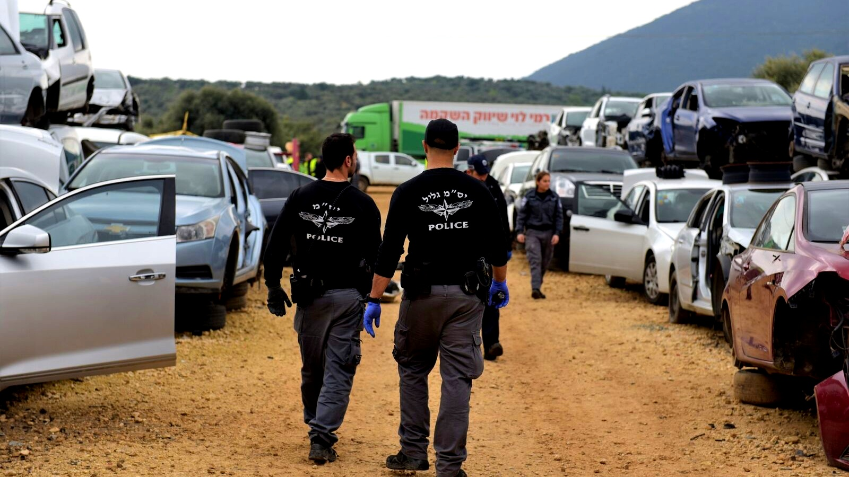 الشرطة تداهم مجمعا للخردة في بلدة الرامة