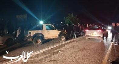 المئات من اهالي قرية الرامة يتجمهرون امام احد المنازل