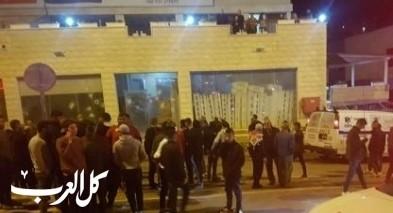 ملثمان يطلقان وابلًا من الرصاص من سلاح اوتوماتيكي على محلات تجارية في ديرحنا