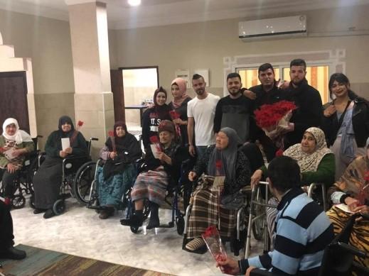 جنين: طلاب من ام الفحم يزورون بيت المسنين