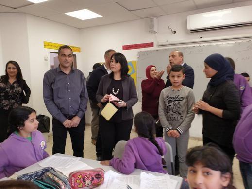 د. اورنا سمحون في زيارة لمدرسة عرب الحجاجرة