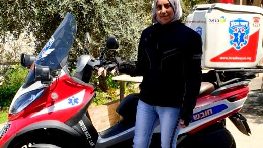 سناء محاميد: مسعفة عربية على دراجة نارية
