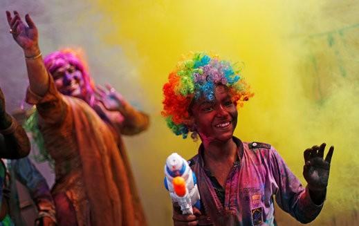 مهرجان الألوان في نيودلهي.. صور
