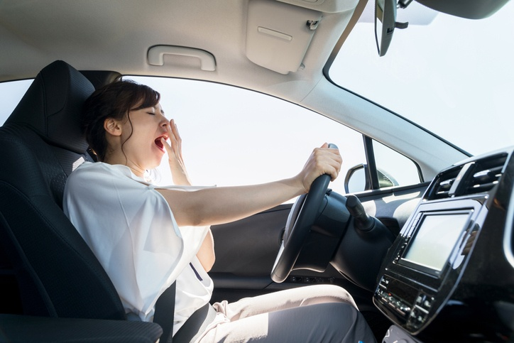 لماذا قيادة السيارة تشعرنا بالنعاس؟