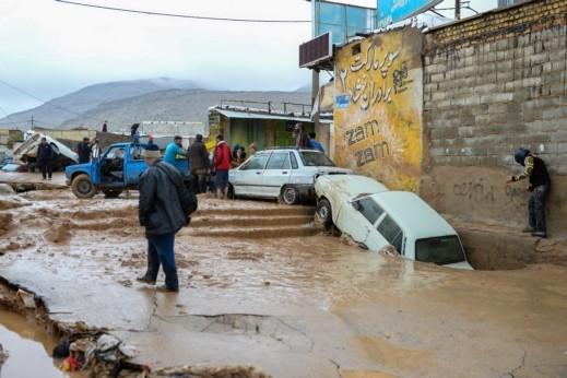 فيضانات إيران تحصد أرواح 70 شخصًا