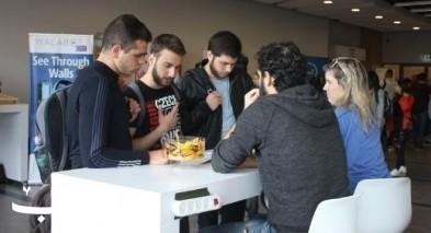 حيفا: طلاب في معرض التوظيف التكنولوجي