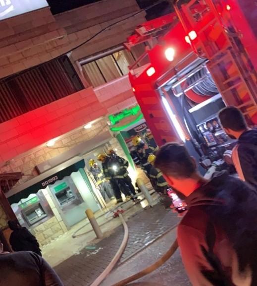 اضرام النيران بفرع بنك مركنتيل في ديرحنا