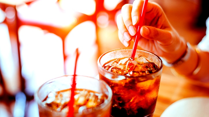 المشروبات الغازية تضر بقدرتك على الإنجاب