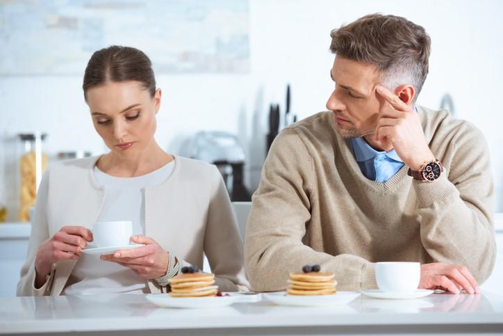 للزوجة: تعلمي كيفية إزالة القيود في العلاقة الزوجية