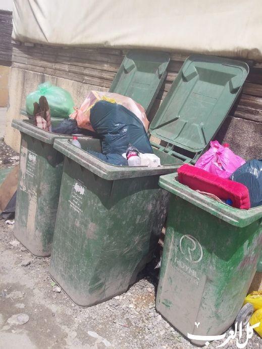 سكان من قلنسوة: حاويات النفايات لا تُفرغ