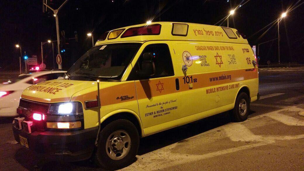 اصابة شاب بحادث طرق على مفرق مصمص
