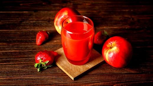 كوكتيل التفاح والفراولة.. صحة وهنا