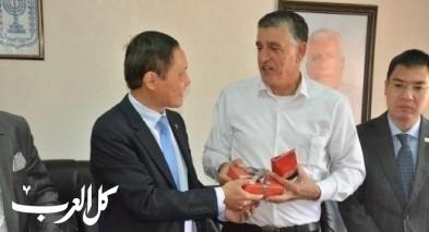 سفير فيتنام في البلاد يزور قرية الرينة