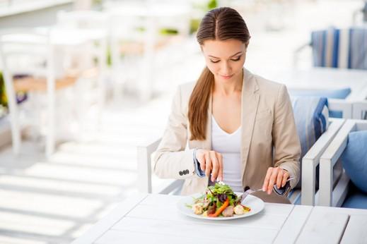 عليك بتغيير مواعيد وجباتك لخسارة الوزن